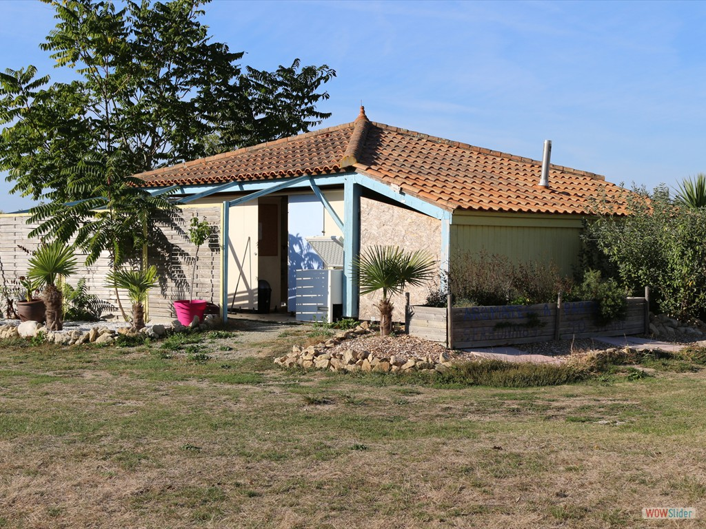sanitaire-aire-naturelle-camping-insolite-vendee-01